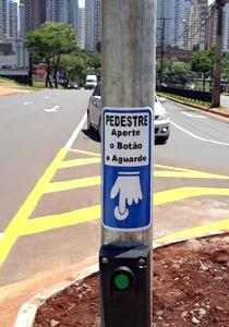 Prefeitura instala novos semáforos na rodovia Mábio Gonçalves Palhano